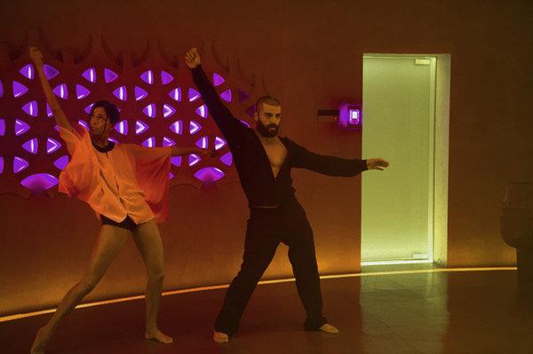 Ex-Machina-El-baile-de-Oscar-Isaac-funciona-con-cualquier-cancion_landscape